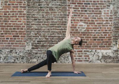 Yogalehrer Ralf Side Plank